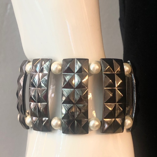 BRACELET RECTANGULAR WITH PEARLS